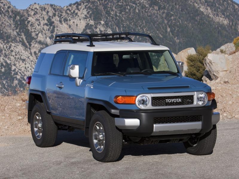2011-Toyota-FJ-Cruiser-Front-Side